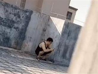 Dặn chồng đưa con đi tắm nắng, vợ đi tìm và phát hiện cảnh tượng 'giận tím người'
