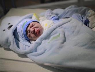 Bức ảnh cậu bé vừa sinh ra đã bĩu môi 'hờn cả thế giới' được dân mạng chia sẻ rầm rộ