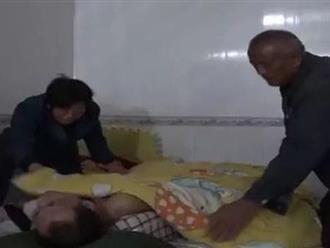 Con trai và con dâu bị trúng độc, cặp vợ chồng già đau khổ quyết định chỉ cứu chữa cho con dâu