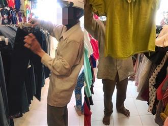 Bức ảnh người chồng lam lũ vào shop thời trang mua quần áo Tết cho vợ con khiến nhiều người cảm động