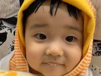 Con trai cứ cố tình chìa răng ra ngoài, cha mẹ phát hiện 'kẻ đầu sỏ' và cái kết cười chảy nước mắt