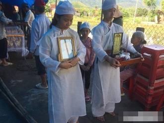 Vụ chồng trút 'mưa dao' lên vợ tại tòa: Ba con nhỏ có nguy cơ bỏ học, khóc ngất bên linh cữu mẹ