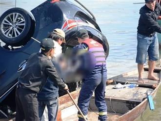 Vụ chồng lái xe chở vợ con lao xuống sông tự tử: Lặng người khoảnh khắc vớt thi thể bé trai 6 tuổi