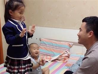 Con gái nhảy múa cho bố thưởng thức, nhìn sang 'trợ lý bất đắc dĩ' bên cạnh mà không nhịn được cười