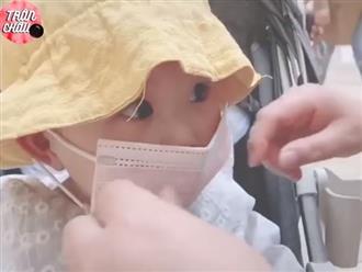 Clip tiết lộ các em bé làm gì sau lớp khẩu trang khiến dân tình cười xỉu