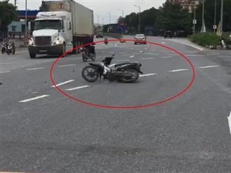Clip xe máy không người lái 'múa may quay cuồng' hút hàng ngàn like, dân mạng thi nhau lí giải nguyên nhân