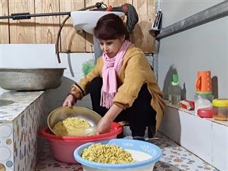 """Cô dâu Cao Bằng 64 tuổi liên tục khoe """"trổ tài"""" nấu ăn cho chồng trẻ, từ mâm cỗ cầu kỳ đến bát bún măng đều bày biện như nhà hàng"""