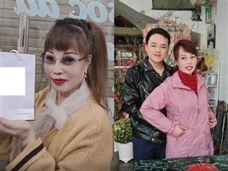 """Cô dâu Cao Bằng U70 đăng clip được chồng trẻ ôm eo tình tứ đón Tết, nhưng dân mạng phát hiện lần này tới phiên gương mặt anh chồng """"biến dạng"""" lạ thường"""