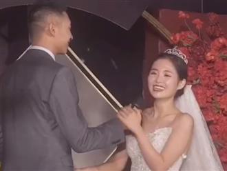 Cô dâu chú rể xúc động nói lời yêu 'ngọt sâu răng' như ngôn tình