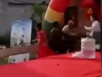 Say rượu, chú rể đánh bố vợ trước mặt cô dâu và quan viên hai họ