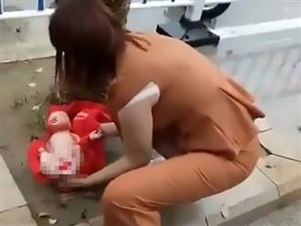 Con gái sinh non trên vỉa hè, mẹ nhẫn tâm vứt cháu ra đường khiến đứa trẻ suýt mất mạng