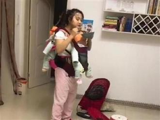 Đi làm về thấy vợ địu 2 con sinh đôi đi vòng vòng khắp nhà, chồng bật khóc vì xúc động