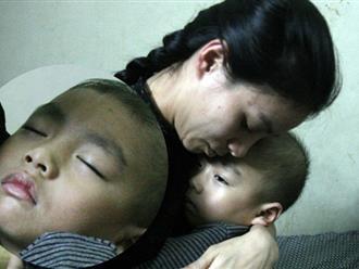 Con trai 4 tuổi mắc ung thư máu và câu hỏi đêm giao thừa trong bệnh viện khiến cha mẹ khóc suốt đêm