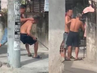 Clip: Con trai đá cha già bị tai biến khiến cụ ông run lẩy bẩy, suýt ngã ngửa trên đường