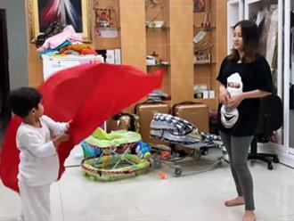 Con trai Khánh Thi làm 'thầy giáo', tận tình hướng dẫn mẹ múa cờ