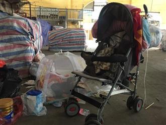 Cuộc sống đầu đường xó chợ của người mẹ cho con 1 tháng tuổi lang thang ngủ vỉa hè khiến nhiều người xót xa