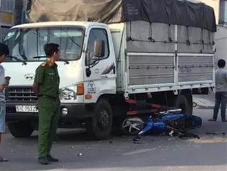 Cướp giật điện thoại làm hai cha con ngã ra đường rồi bị xe tải tông trúng