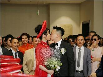 Chắc là mừng quá vì cưới được Diệp Lâm Anh, chú rể hôn như muốn 'nuốt trọn' cô dâu