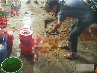 Xôn xao clip người phụ nữ 53 tuổi bị tình nhân đã có vợ con đâm gục tại chợ vì ghen