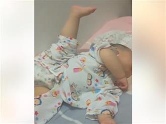 Hình ảnh em bé vừa ngủ vừa 'tập yoga' khiến dân mạng không thể nhịn cười