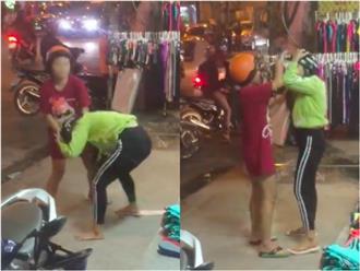 Bắt quả tang chồng chở bồ nhí, vợ bầu túm tóc đánh ghen giữa đường
