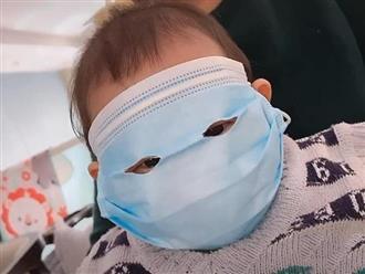 Em bé đeo khẩu trang người lớn cute lạc lối, dân mạng đồng loạt khen người mẹ quá thông minh