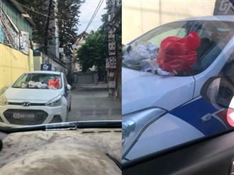"""Đỗ xe trong ngõ gây cản trở, khi quay lại tài xế taxi tá hoá vì nhận hàng loạt """"túi quà"""" lạ"""