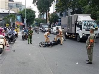 Cô gái trẻ đang trên đường đi làm thì bị xe máy tông gần đứt lìa chân