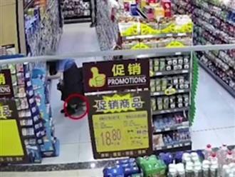 Gã đàn ông biến thái có sở thích chụp lén dưới váy phụ nữ trong siêu thị