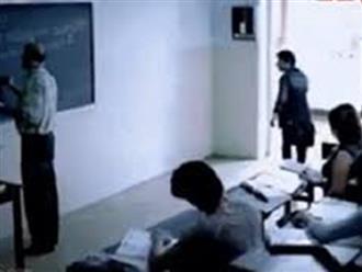 Clip: Sinh viên láu cá dùng 'tuyệt chiêu' để được giáo viên cho vào lớp dù đi học muộn