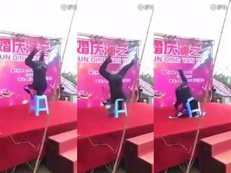 Clip: Thanh niên trồng cây chuối trên ghế nhựa và cái kết 'đắng'