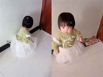 Chơi loanh quanh ở góc nhà, bé gái phát hiện bí mật động trời khiến bố 'méo mặt'