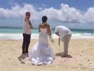 Hành động khó tin của chú rể lúc tuyên thệ trong đám cưới