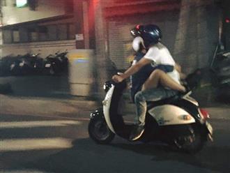 Chở nhau trên xe máy trong tư thế như làm xiếc, cặp đôi khiến dân mạng ngán ngẩm: 'Đâu ai muốn làm người bình thường khi yêu'