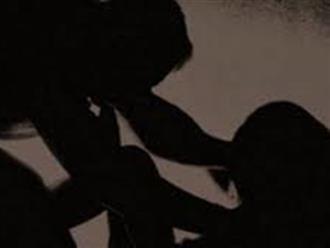 Tụ tập ăn nhậu giữa mùa dịch, cô gái say rượu bị hai thanh niên hiếp dâm tập thể