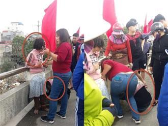 Giải cứu bé gái bị mẹ xích chân, bắt đi xin tiền để đánh đề ngày giáp Tết