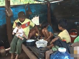 Vợ mất, chồng nén đau nuôi 3 con thơ dại: 'Chỉ ước có chai mắm cho các cháu ăn cơm, sao mà khó quá!'