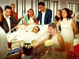 Khoảnh khắc ngọt ngào cuối cùng của người đàn ông ung thư khiến hàng triệu người rơi lệ: Chú rể nằm trên cáng cùng cô dâu nói lời thề