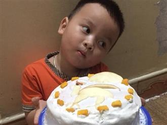 'Khuôn mặt đáng thương' của bé trai khi được dì tặng bánh sinh nhật khiến dân mạng cười méo mồm