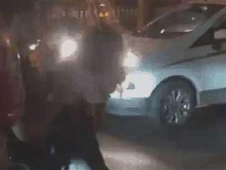 Cô gái lao đầu vào ô tô tự tử, đám đông náo loạn: 'Trói lại, gọi công an đi'
