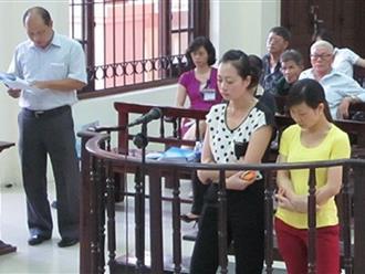 Làm chết bé 1 tuổi, hai cô giáo mầm non quỳ xuống xin lỗi gia đình nạn nhân