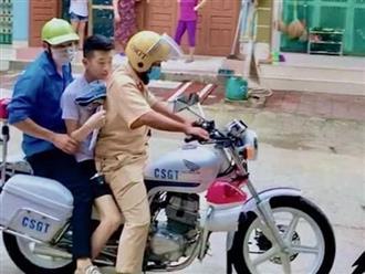Nam sinh ngủ quên được cảnh sát giao thông đến nhà đón đi thi, vội không kịp mặc quần dài