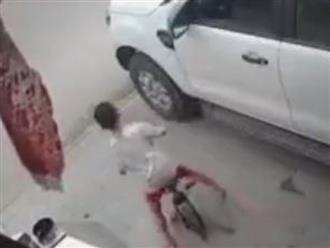 Nam thanh niên chạy xe tốc độ 'bàn thờ' đâm vỡ đuôi bán tải, bé trai thoát nạn nhờ 'Thần Chết ngủ quên'