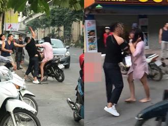 Nam thanh niên túm tóc, đánh bạn gái dã man giữa đường phố Hà Nội