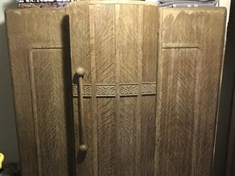 Nghe tiếng ngáy trong tủ đồ, chồng mở ra xem thì phát hiện bí mật tày trời của vợ mới cưới