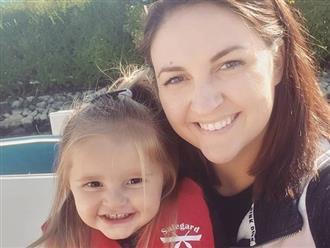 Nghịch điện thoại, bé gái 2 tuổi gửi ảnh mẹ không mặc gì cho cả danh bạ