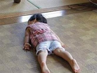 Con 3 tuổi vẫn chưa biết đi, mẹ đưa đi khám thì phát hiện tội ác của người trông trẻ