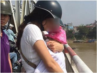 """""""Thấy người mẹ ôm con định tự tử, tôi nhờ người đi đường can ngăn nhưng họ không dừng lại"""""""