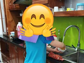 Nhờ con trai học lớp 3 đi rửa bát, quay qua quay lại mẹ cười chảy nước mắt với màn ngụy trang bá đạo của con