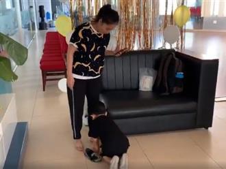 Chỉ với hành động này, con trai 3 tuổi của Khánh Thi được dân mạng khen ngợi hết lời